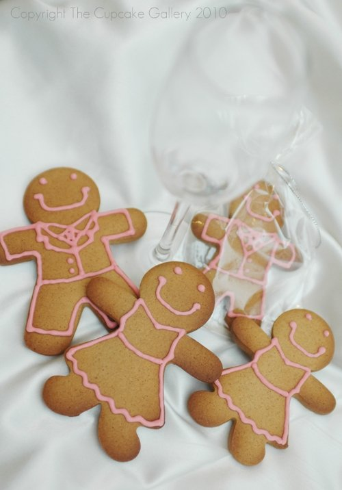 Gingerbread bridal party - piped